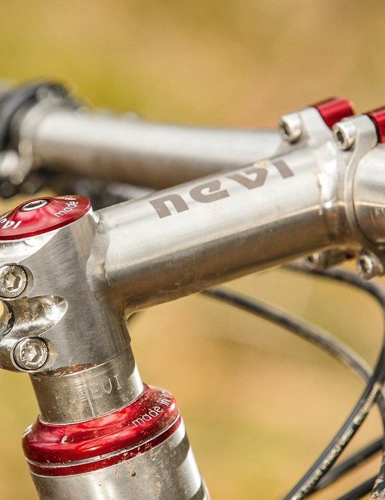 The Nevi sports a similarly old-school 110mm stem