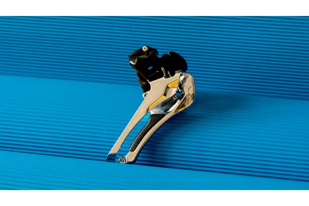 The new 105 front derailleur adopts Shimano's more compact design, with cable tension adjustment built in