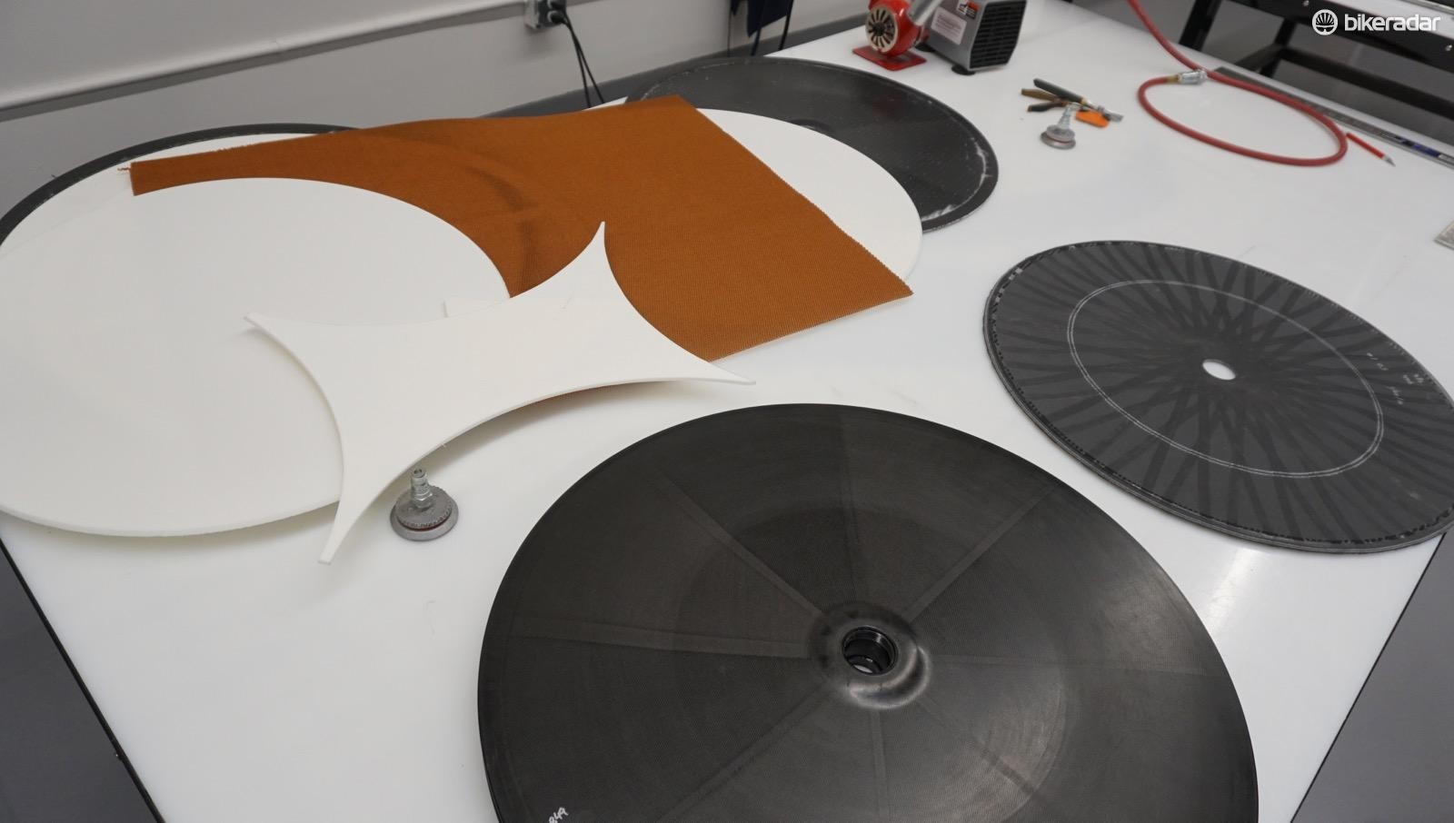 A foam core goes into the 1,005g 321 Disc