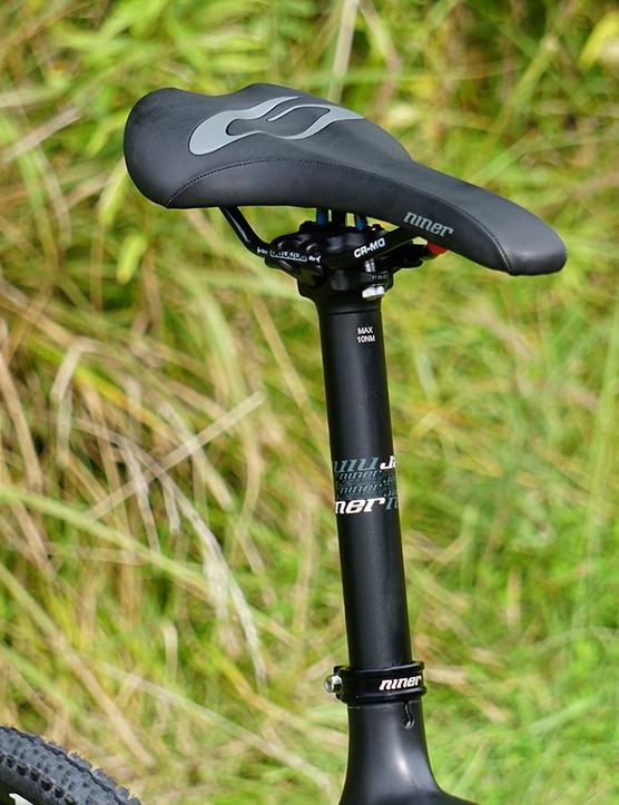 Niner tops its two-bolt post with its saddle
