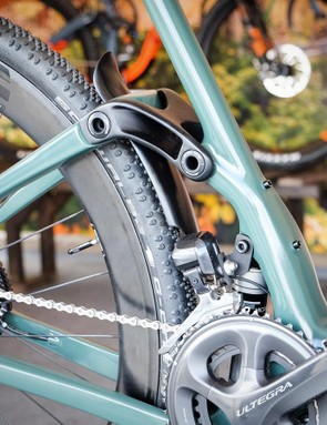 The MCR 9 RDO is compatible with 1x and 2x drivetrains