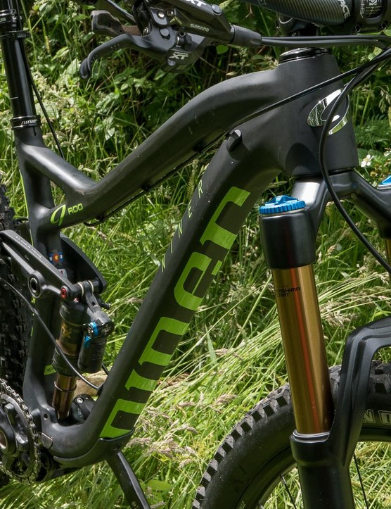 With a longer reach, slacker head tube and shorter chainstays, the geometry looks much more up to date