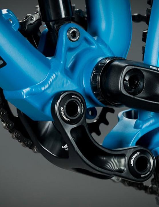 The alloy JET 9 gets Niner's CVA rear linkage
