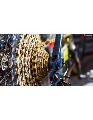 Nino's bike is powered by a 12-speed SRAM XX1 Eagle drivetrain. The gold cassette and chain match his Olympic medal nicely. A 38t chainring means he can lay down some serious horsepower