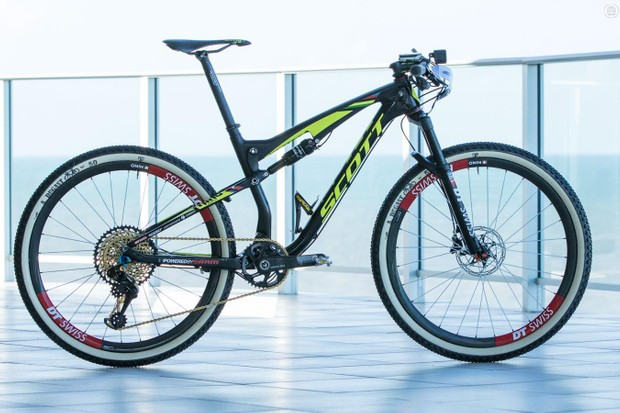Nino Schurter's Scott Spark 700 RC is one of those race bikes that just looks fast. Perhaps it stirs thoughts of Nino smashing the pedals and descents, or perhaps it's the less common 'race-day' setup