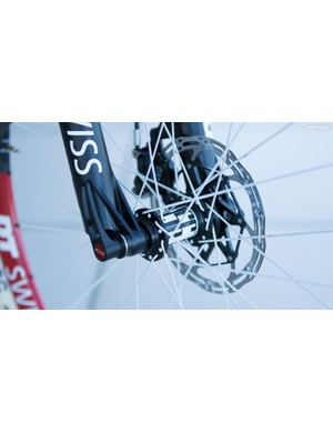 Where many Fox-sponsored athletes use bolt-up thru-axles for weight savings, Schurter's bike sticks with tool-free DT Swiss RWS axles