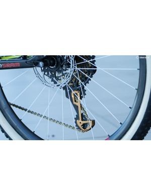 More gold. Even the derailleur's cage is anodized to a shade of bling