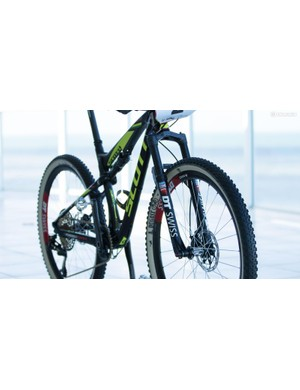 This DT Swiss fork is now available for sale, it's an impressive option within the limited superlight fork market