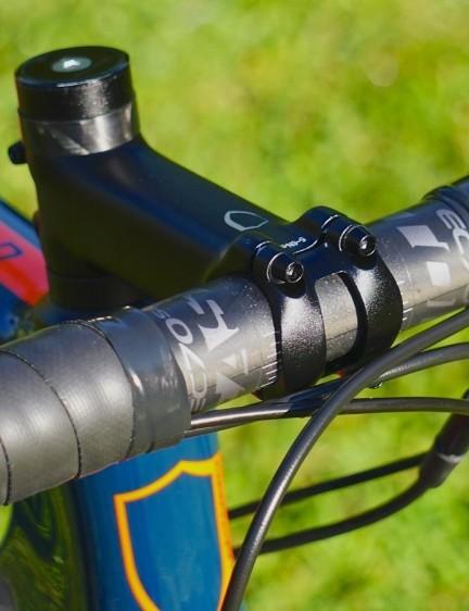 Norco spared no expense spec'ing the Easton EC70 carbon bar