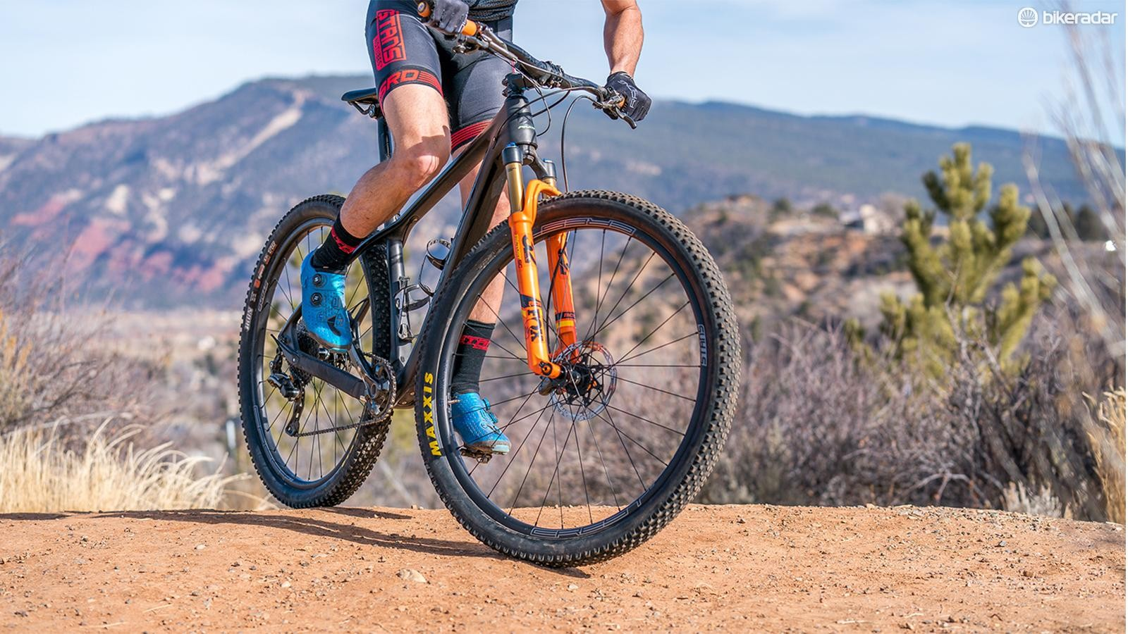 NoTubes is rounding out its carbon wheel line with two new wheelsets