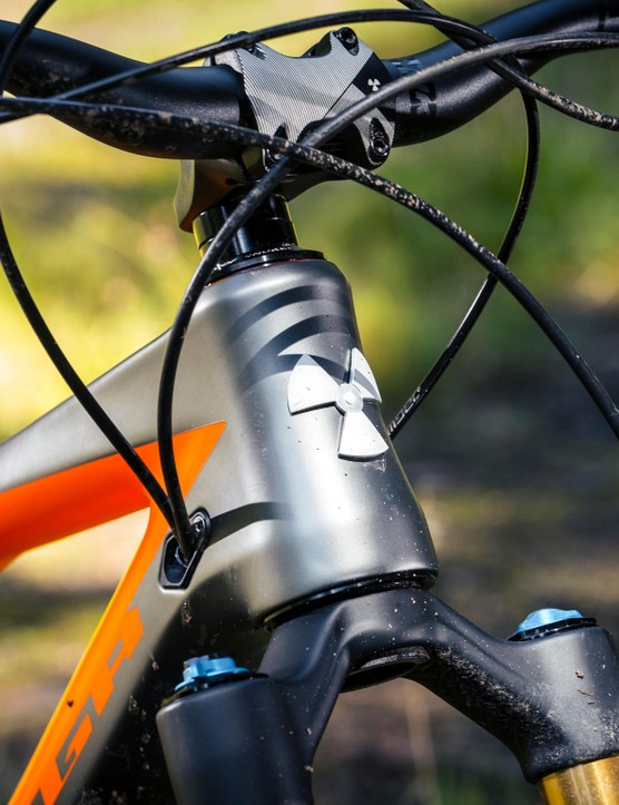 Both the large and extra-large frames grow in the head tube and top tube for 2018. This means the size large now has a reach of 470mm while the extra-large boasts a whopping 515mm reach