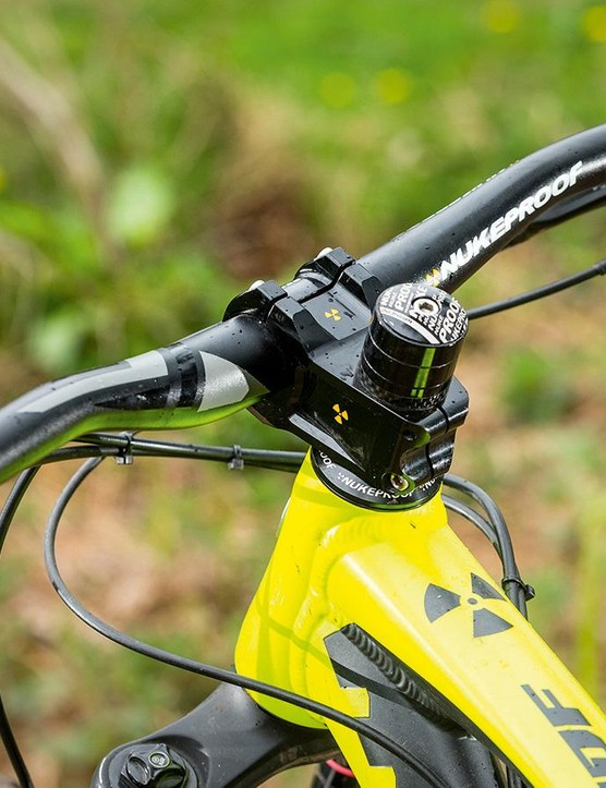 The stiff 50mm Warhead stem and 760mm bar add control –though you could go even wider