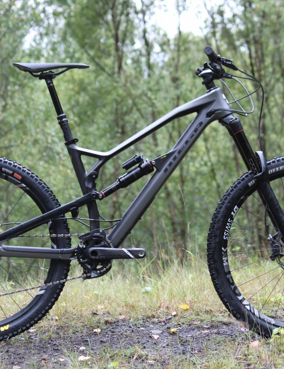This is the top tier Mega 275 RS and is as close to the bike as Sam Hill races as possible