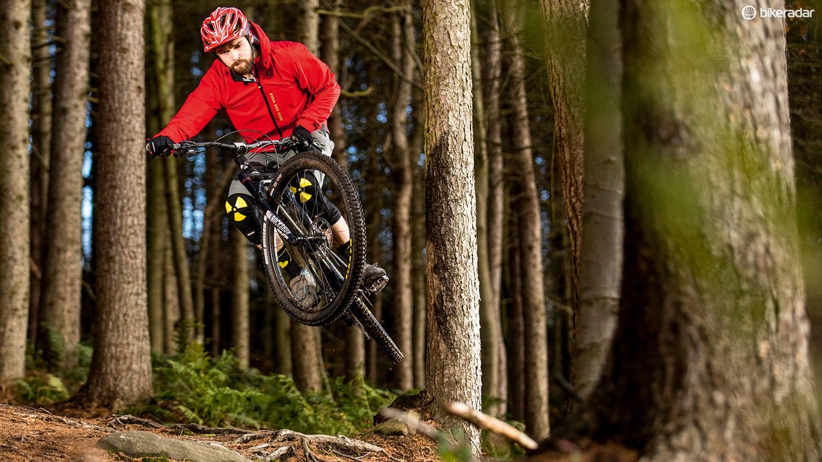 It handles hits and techy descents impressively