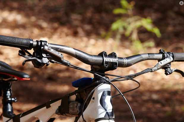 We got on very well with Nukeproof's 2016 redesign of the Warhead bar