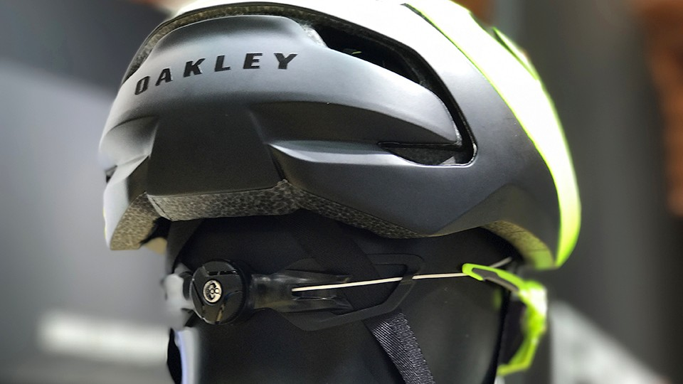 A BOA dial tightens up a thin lace that runs around the circumference of the helmet