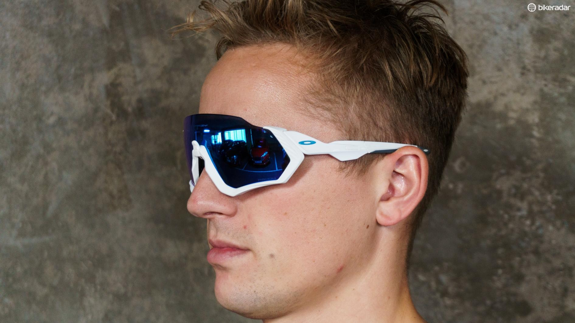 0ea7f1e5056 The sunglasses are a similar design to the Oakley Jawbreakers