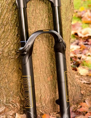 The fork uses a one-piece crown and steerer that doubles as a crown race