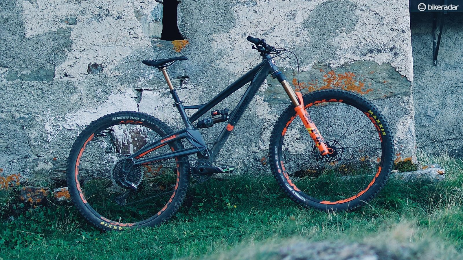 The single-pivot silhouette has evolved over the years but the Stage 6 is still unmistakably an Orange