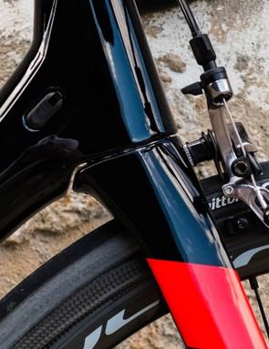 The bottom of the headtube is sculpted around the crown of the fork to improve stiffness and aerodynamics in this area