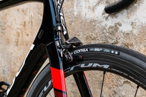 25mm Vittoria Corsa tyres are a great match for this bike