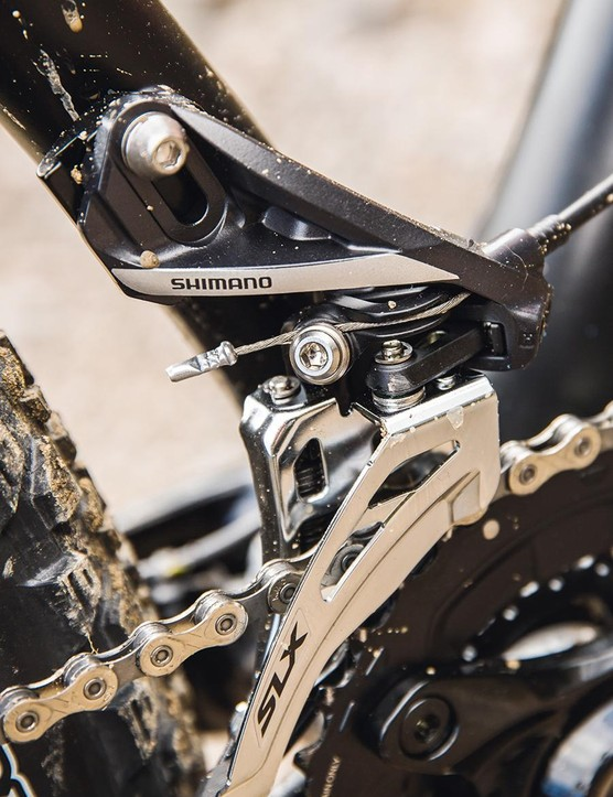 Shimano XT/SLX provides the shifting