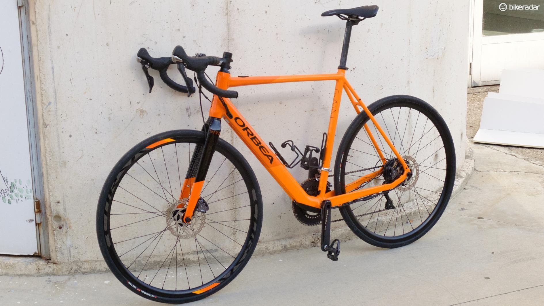 The profile of the Gain is distinctly bike like, despite all the e-bike wizardry