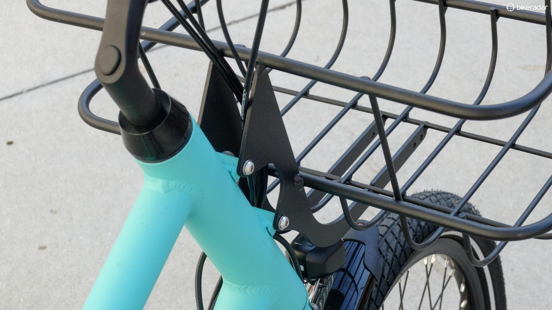 The front rack is fixed to the frame, creating an odd effect when cornering