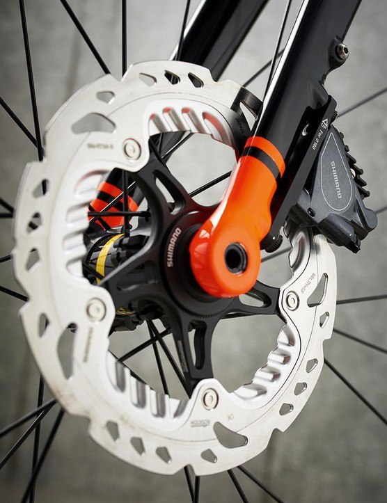 Shimano BR-RS805 disc brakes keep you in control