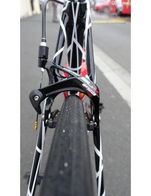 The new frameset clears 28mm rubber and gives huge clearance for the Kenda SC 25mm tubulars that were mounted for the start of the Tour