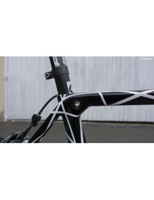Gone is the separate seatpost collar, with a clean integrated expander located in the top tube/seat tube junction