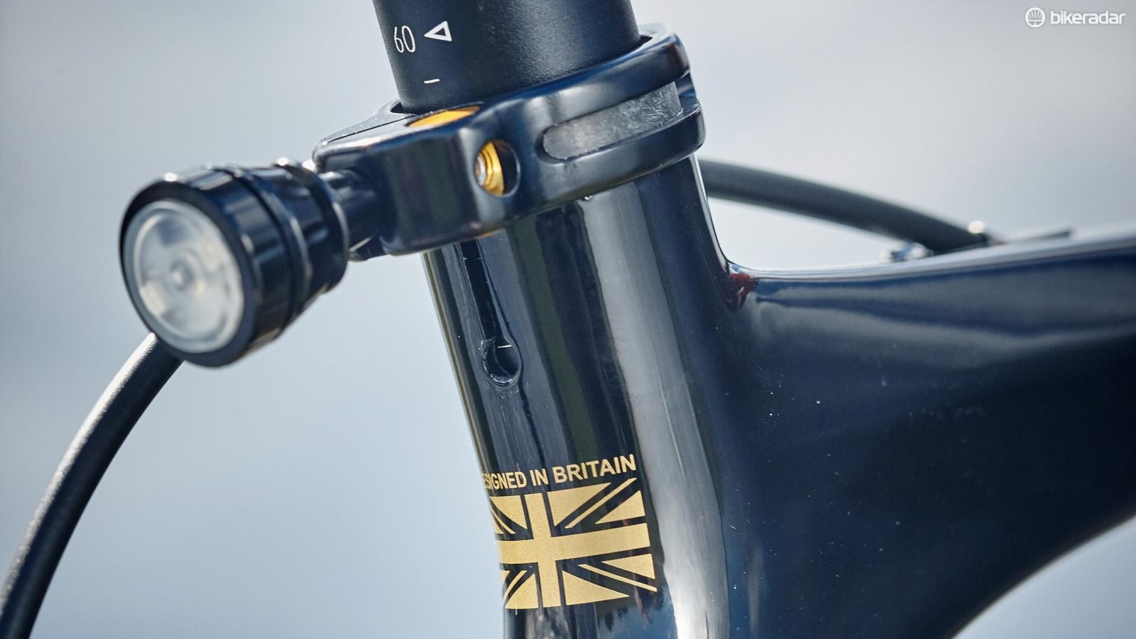 A neat LED rear light is integrated into the seatpost clamp