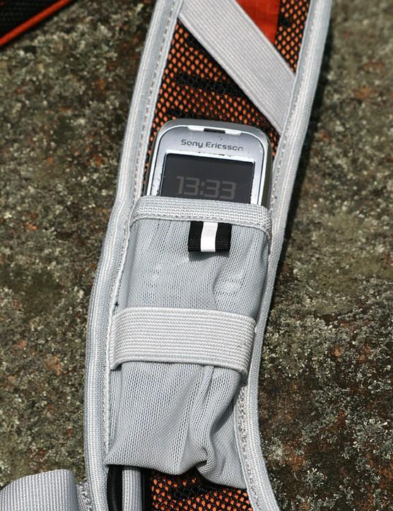 Versatile shoulder-strap pockets, intended for food and gel
