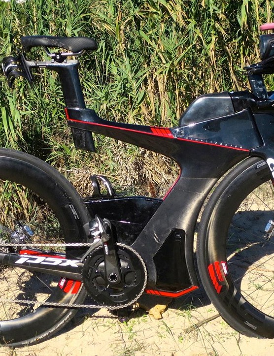 The Cervelo P5X certainly looks different to pretty much any other triathlon bike on the market
