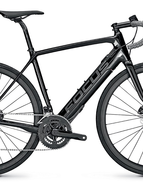 The entry-level carbon Paralane2 9.6 comes with Shimano 105 and in a rather understated black/grey colourway