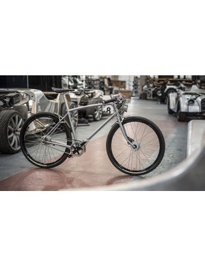 The Pashley-Morgan 8 features a 631 chromoly steel frame with a Shimano Nexus 8-speed internally-geared rear hub