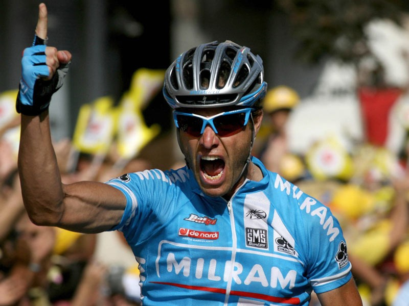 Picture taken on September 13, 2007 shows Italian Alessandro Petacchi of the Milram team celebrating after winning the 12th stage of the Tour of Spain between Algemesi and Hellin