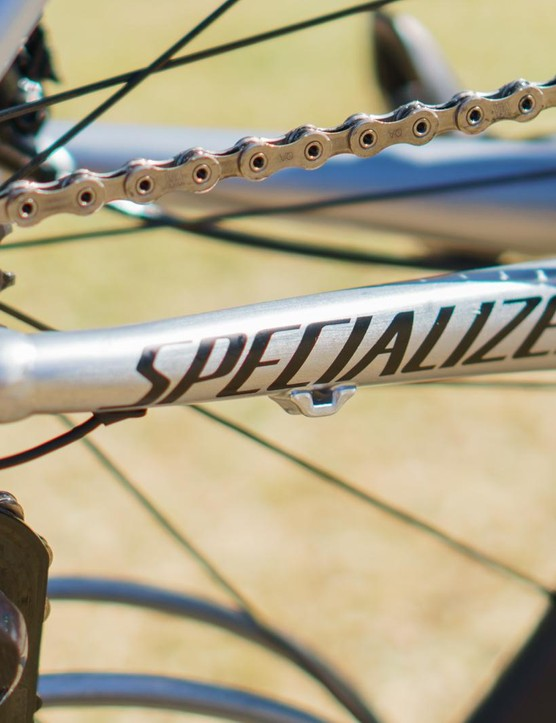 The rear derailleur cable guides languish unused on this Di2 built