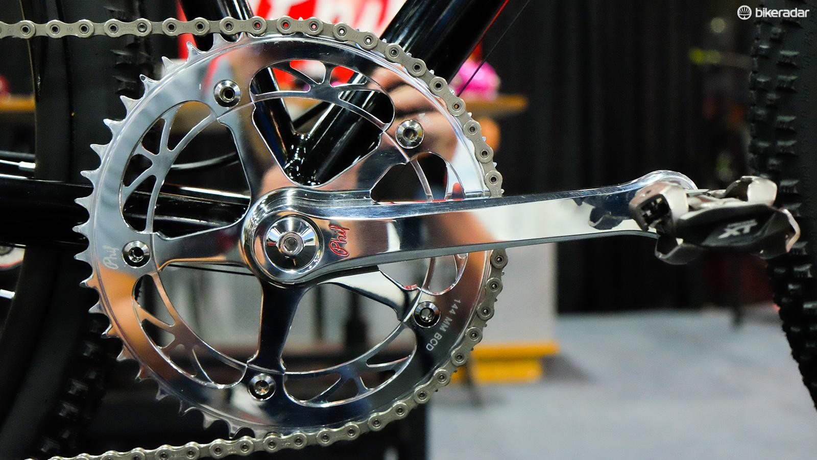 Upfront, a there's a Phil Wood crankset with a custom machined narrow/wide track chainring
