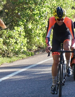 Phil Gaimon averaged 440w on a recent KOM attempt on Flagstaff in Colorado, with his coach Frank Overton on the scooter behind