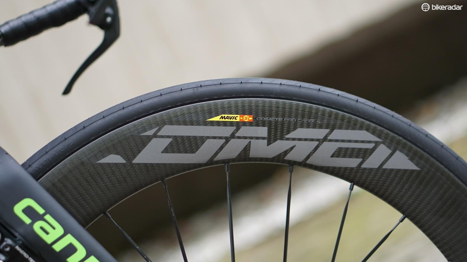 Mavic's new, pro-only Carbon Pro Comete clinchers can be run as rim or disc wheels