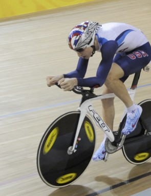 American Taylor Phinney advances in the individual pursuit.