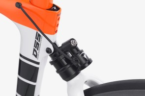 The hydraulic unit can be be turned off and on via a Garmin, or automatically via sensors located in the seat tube
