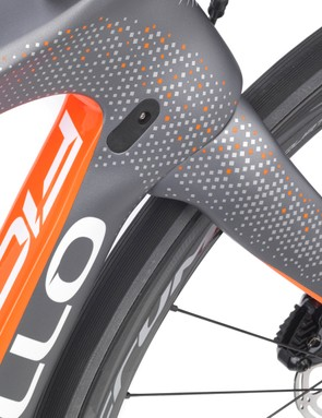Pinarello is particular proud of the clean crown of the Onda disc fork