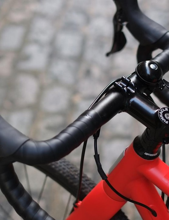 The narrower 380mm bar is a useful choice for slimmer-shouldered riders