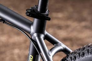 Pinnacle's 27.2mm seatpost and sport MTB men's saddle