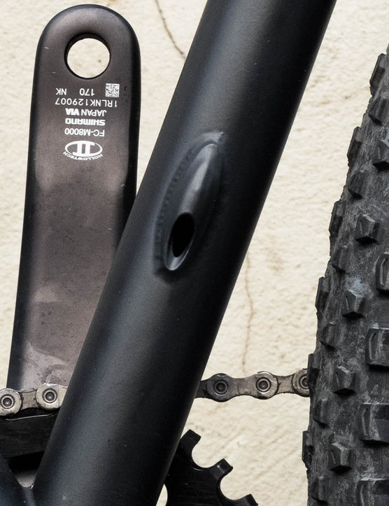 The frame can also accommodate stealth routed droppers — ours came with a regular external one