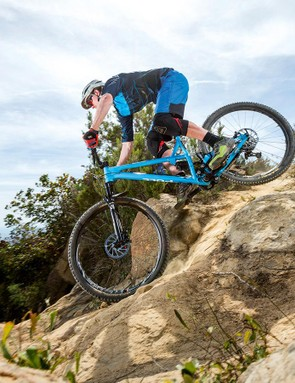 The lower link pivots result in fairly low levels of chain growth, which means less pedal kickback through rocks