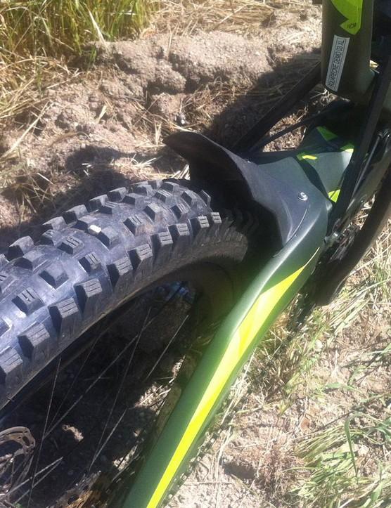 A fender keeps wheel spray and gunk to a minimum around the linkage