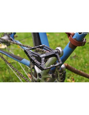 Apparently you don't have to be attached to your pedals all the time. Who knew?